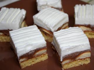 Havas piskótás sütemény