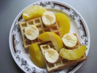 Gofri gyümölccsel és karamell likőrrel
