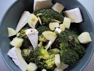 Brokkolis - sajtos saláta