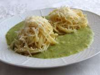 Spagetti brokkoli szósszal