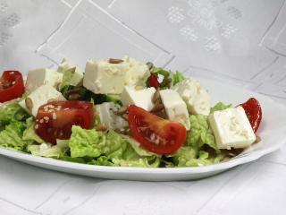 Zöldségsaláta Feta sajttal