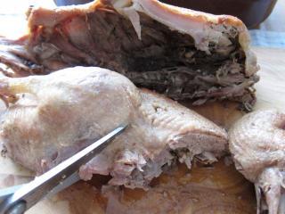 A megsült kacsa szeletelése