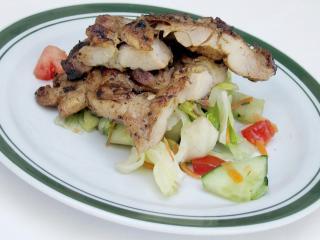 Grillezett pikáns csirkecombok