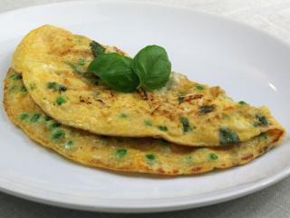 Borsós omlett bazsalikommal és feta sajttal