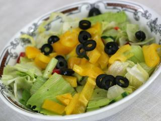 Saláta elkészítése