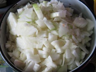 10:00 óra A hagyma elkészítése -amennyi hús, annyi hagyma