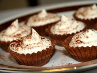 Csokis kosárkák vanília habbal