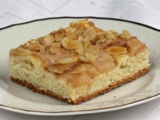Almás szelet kelt tésztából