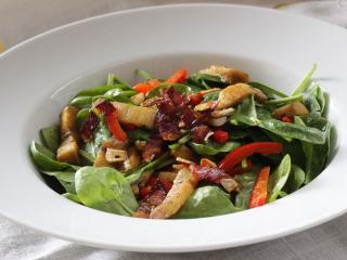 Saláta spenót levelekkel