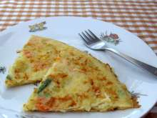 Burgonyás-zöldséges omlett gyerekeknek