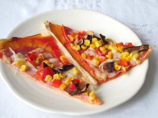 Leveles tésztából készült pizza