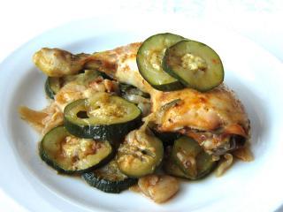 Hagymás, cukkinis csirke combok