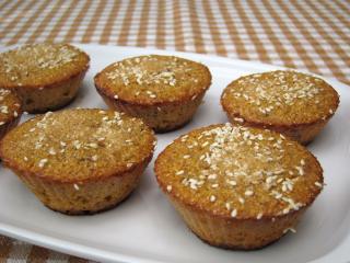 Kukoricás muffin mazsolával és szezámmaggal