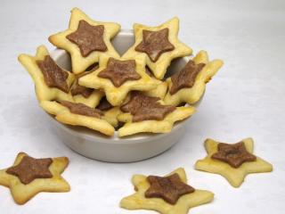 Két színű csillag linzer sütemény