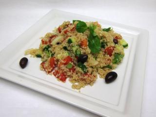 Quinoa saláta friss zöldséggel