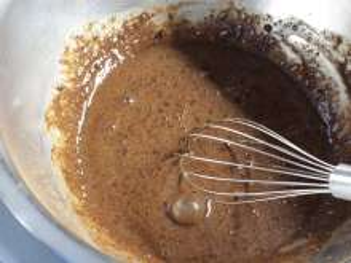 A kakaós palacsinta tészta elkészítése.