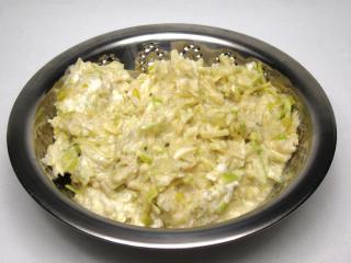 Almás fűszeres saláta
