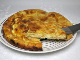 Leveles tésztából készült balkáni kalács.