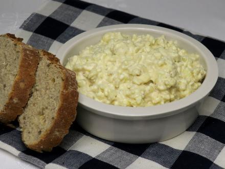 Camembert sajtos-hagymás szendvicskrém