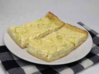 Sós sajtos, póréhagymás kalács