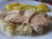 Sült csirkemellek savanyú káposztával.