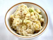 Majonézes saláta savanyú káposztából, gyümölccsel