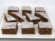 Szilvás-csokoládés sütemény citromos mázzal